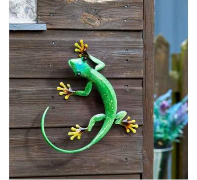 Hanging on Gecko Emerald