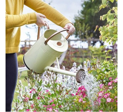 Watering Can - Ivory 9 Litre